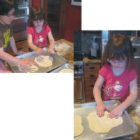 How to Make EASY Pizzas with the Kids