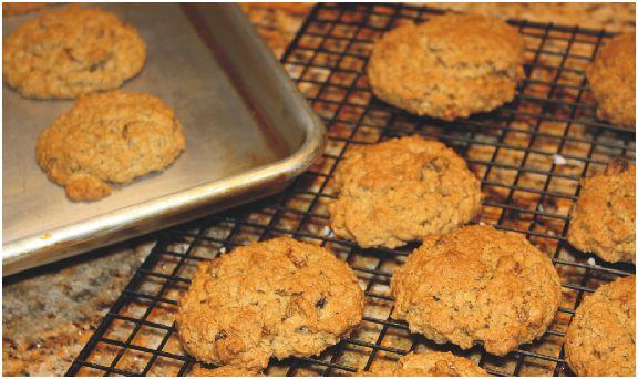 Sunday Sweet Sunday Share: Oatmeal Raisin Crisp Cookies
