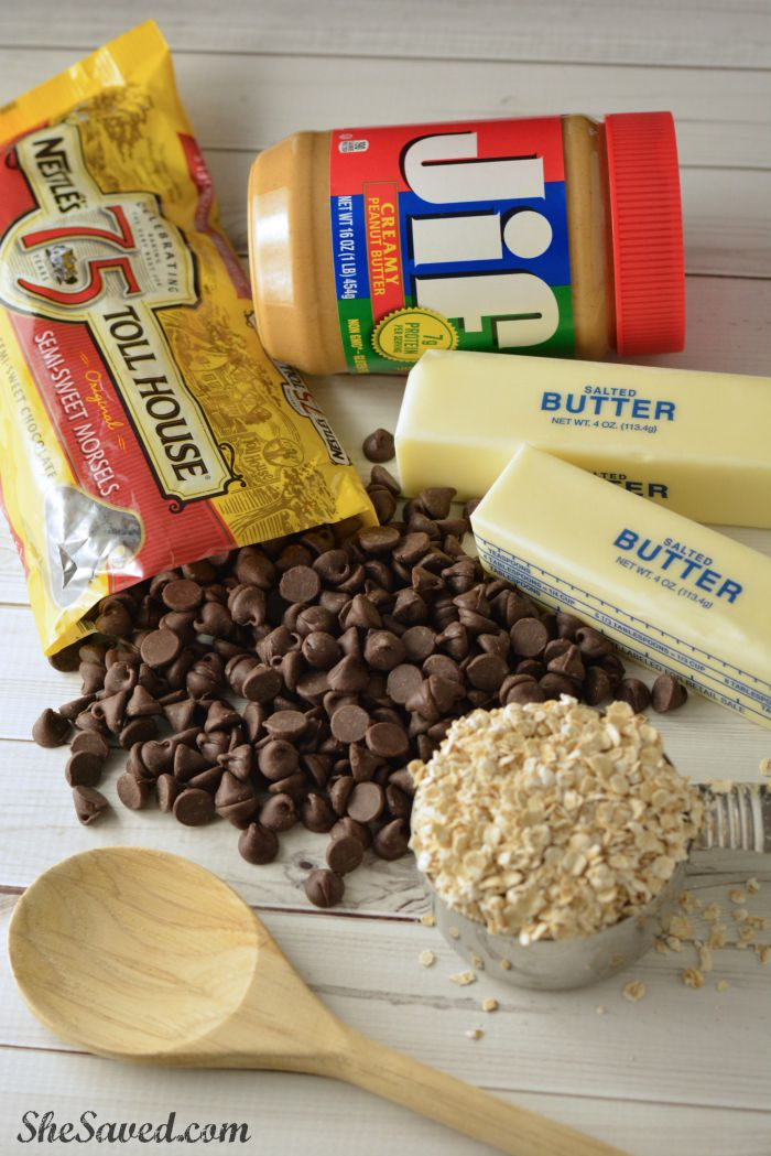 Just a few ingredients and SO delicious! These No Bake Chocolate Peanut Butter Bars are SO good!