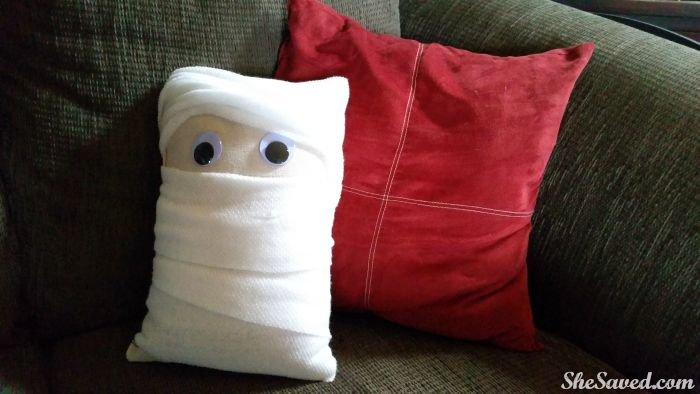 This mummy pillow is just too fun, and it is so easy to make!
