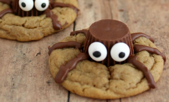 Halloween Treat: Spooky Spider Cookies