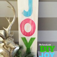 Holiday Craft Idea: DIY Joy Sign