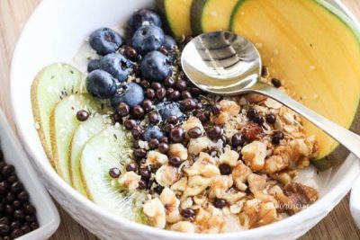 Kiwi-Blueberry-Mango-Non-Dairy-Yogurt-Bowl-20-e1472527589337