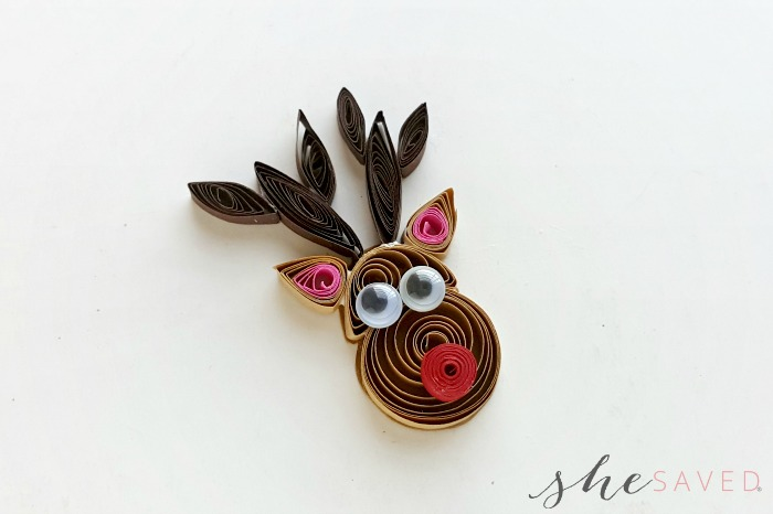 Best Christmas Paper Crafts featured by top Seattle lifestyle blogger, Marcie in Mommyland: Quilled Reindeer