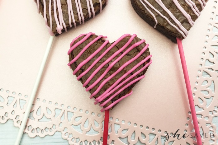 Easy Valentine's Day Brownie Pops