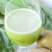 EASY Green Juice Recipe (that actually tastes GOOD!)
