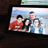 Best Gift Idea for Grandparents: Nixplay Digital Frames Review