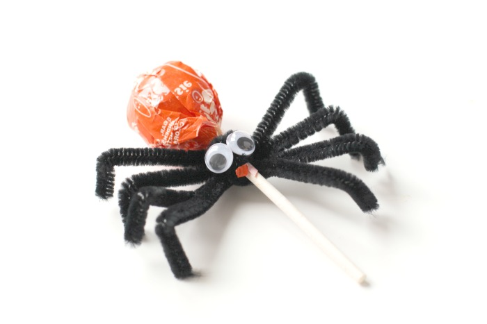 make a spider from a tootsie