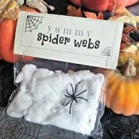 Halloween Party Idea: Yummy Spider Webs Treat + FREE Printable