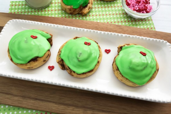Easy Grinch Cinnamon Rolls