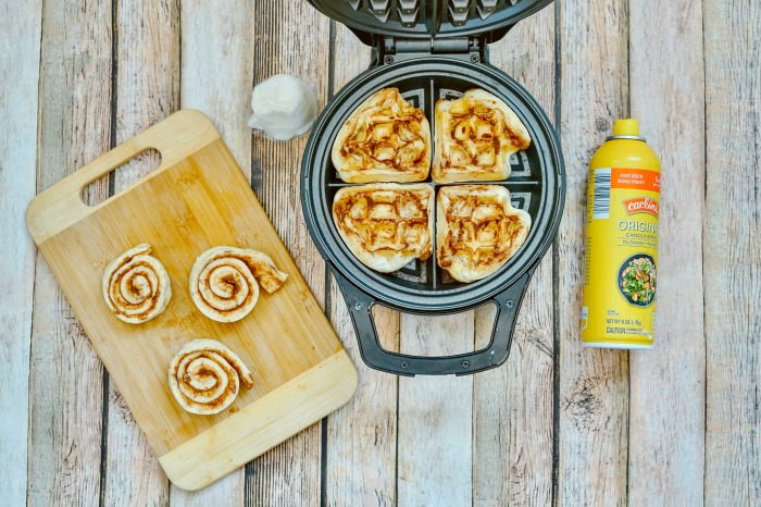 how to make cinnamon rolls in the waffle maker