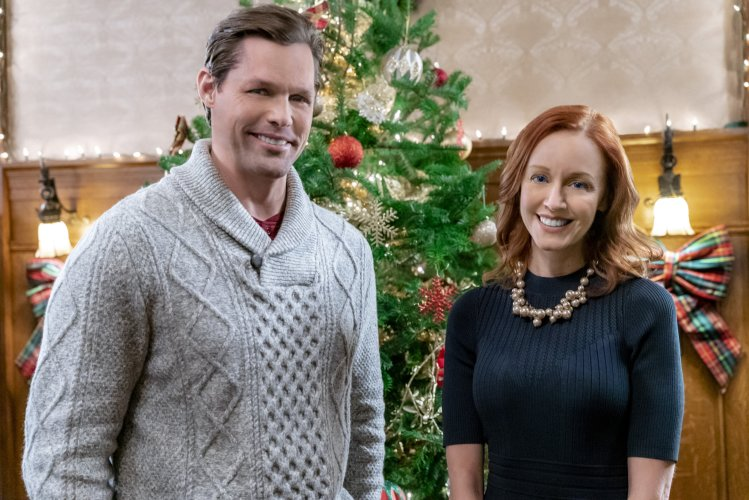 cast of hallmark swept up by Christmas