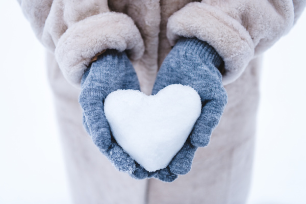 Snow activities for kids to do in winter on snow days
