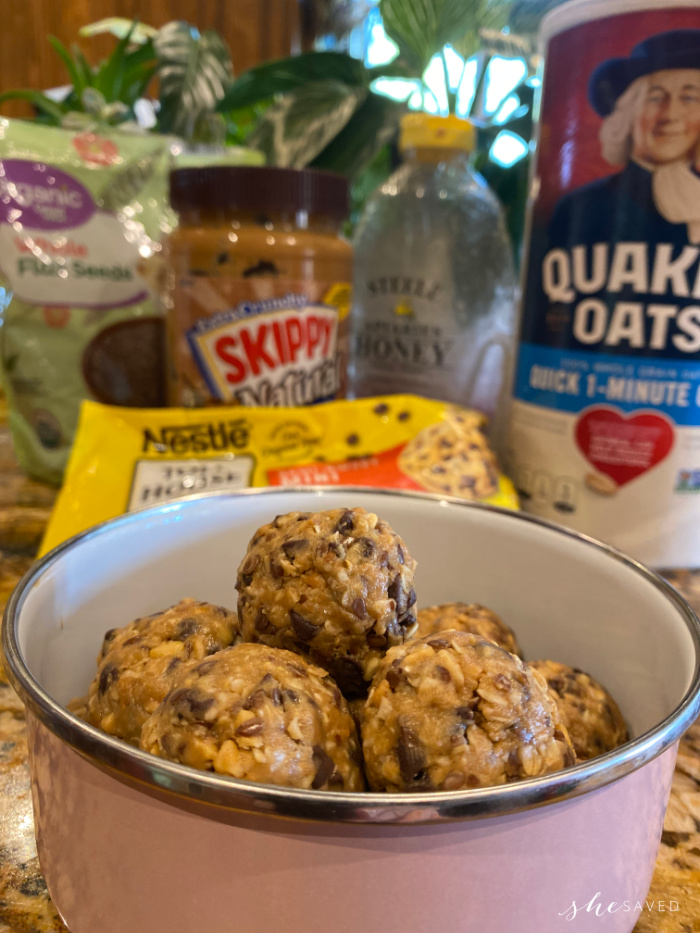 balls of peanut butter and oatmeal energy bites